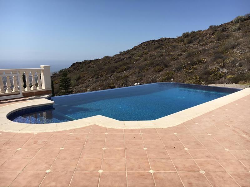 13: 7 bedroom Villa property for sale in Torviscas Alto, Tenerife, €1,950,000
