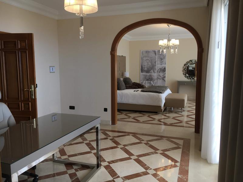 8: 7 bedroom Villa property for sale in Torviscas Alto, Tenerife, €1,950,000