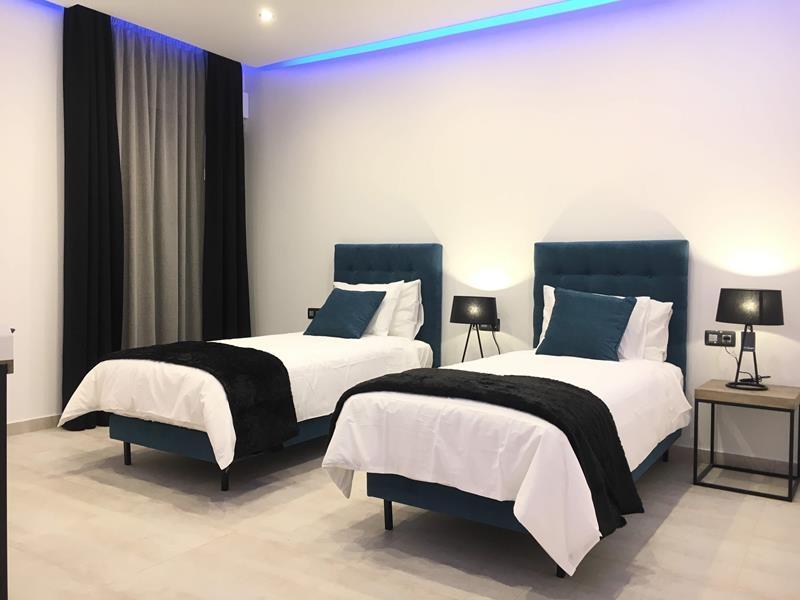 9: 7 bedroom Villa property for sale in Torviscas Alto, Tenerife, €1,950,000